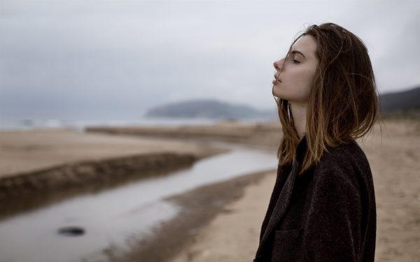 Sadness-girl-black-coat_1920x1200
