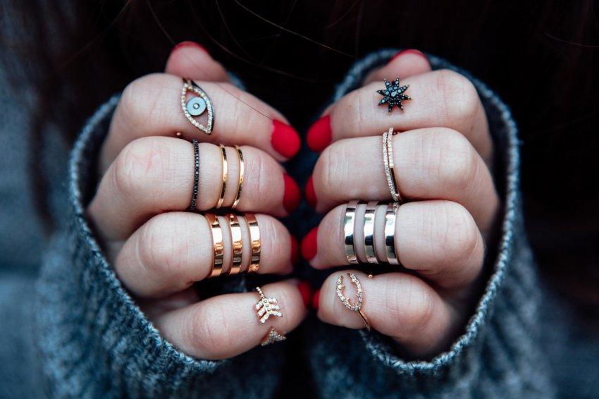 Как правильно носить кольца, чтобы они были не только украшением, но и верным та