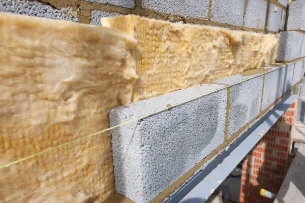 Утепление стен при обустройстве дома: Что выбрать?