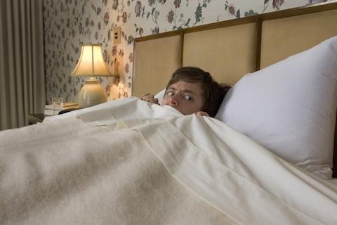 ترس از تاریکی، از دلایل بی خوابی در بزرگسالان - سالم زی