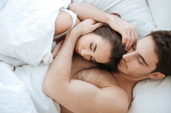 Ученые: 36% пар спят в разных кроватях