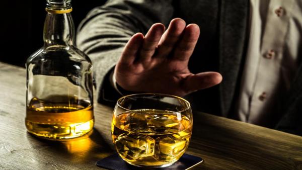 Четверка знаков зодиака, которым противопоказан алкоголь